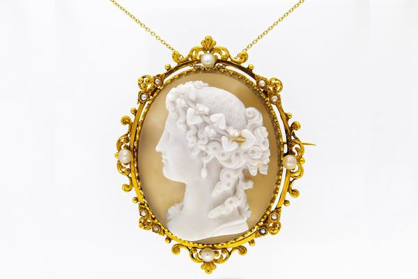 Spilla e pendente in oro con cameo